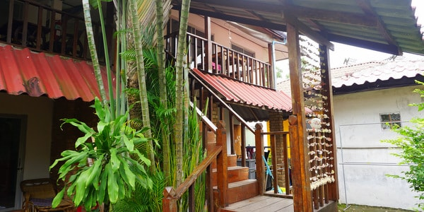 guesthouse-sale-koh-chang-west-coast-rooms-stairs