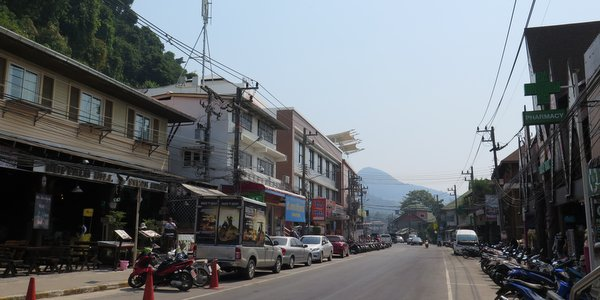 white-sand-beach-koh-chang-street